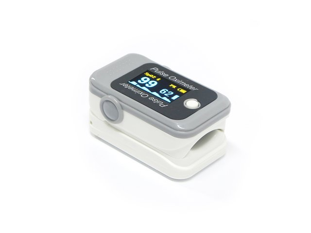 Finger Pulse Oximeter with Bluetooth LE